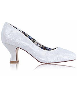 Perfect Mable Lace Low Heel Court