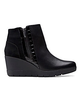 Clarks Madera Lo 2 Leather Wedge Ankle Boots D Fit