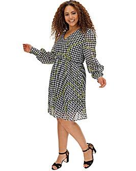 Mono Chain Print Pleated Dress