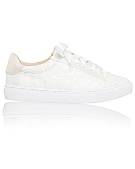 Perfect Pia Sneaker