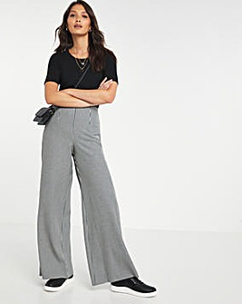 Sculpting Houndstooth Wide Leg Trousers