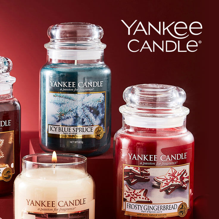 multiple Yankee Candles on red blackground
