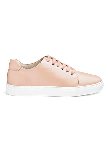 Lace up leisure shoe
